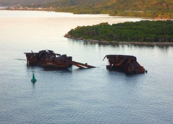 old shipwreck, Isla Rotan