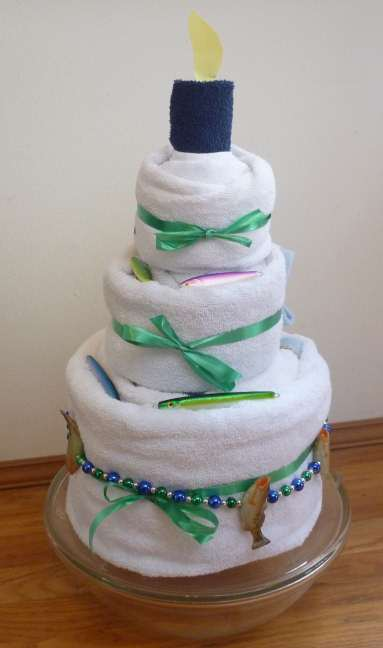 how to fold a towel cake