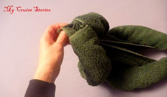 how to make a towel dinosaur