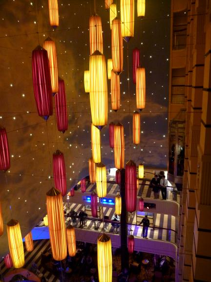 Carnival Breeze decor