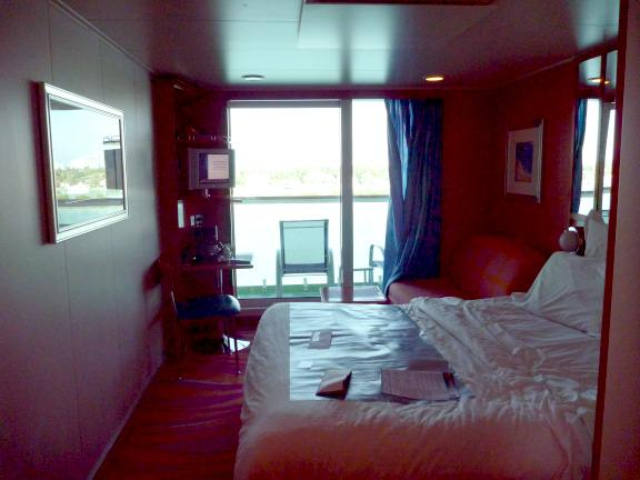 Norwegian Pearl stateroom with balcony