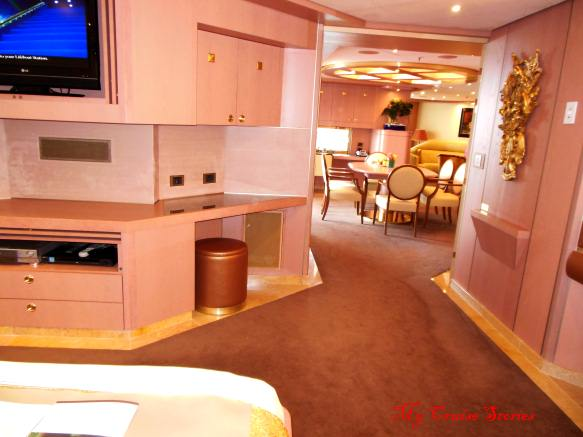 luxury room on cruise ship