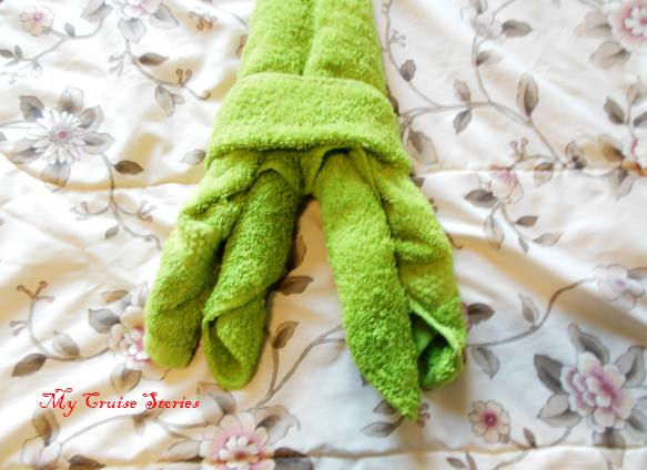 making washcloth legs for a towel squid