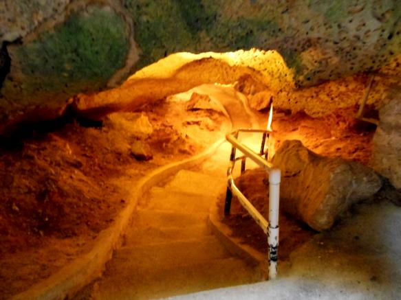 path through Hato Cave