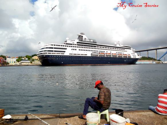 cruise ship in Curacao