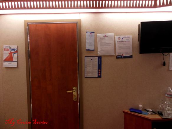 organizing a cruise ship cabin