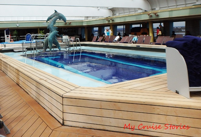 cruise ship swimming pool