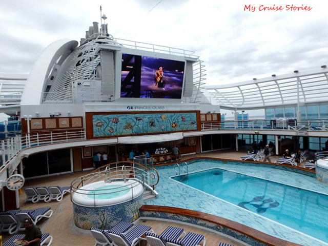 outdoor movies on a ship