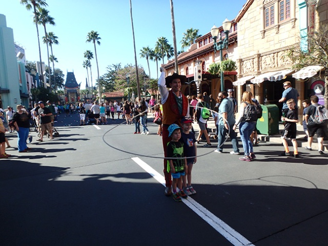 street performer at Disney's Hollywood studios