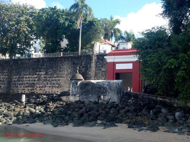 San Juan's red gate
