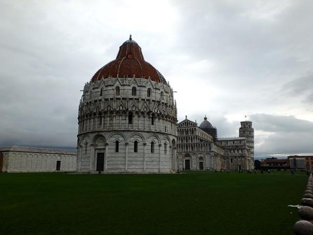 baptistry in Pisa