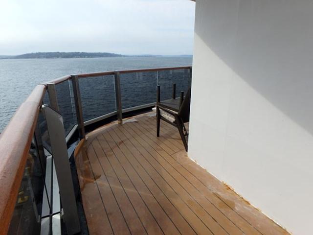 wraparound stern balcony