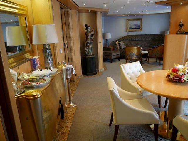 Oosterdam Pinnacle Suite