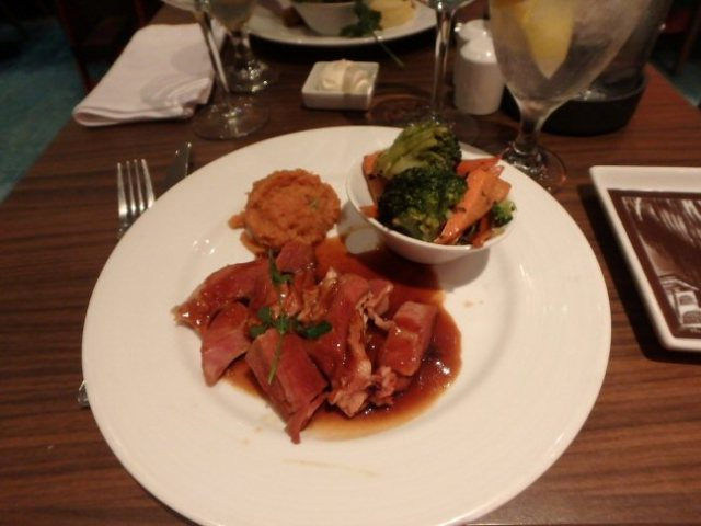 cruise ship dinner
