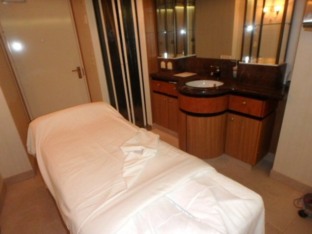 massage room in cruise ship spa