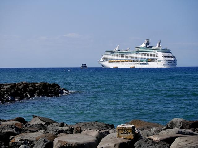 cruise ship in Hawaii