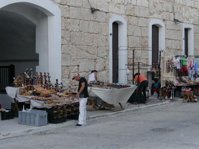 vendors at Cuban fort