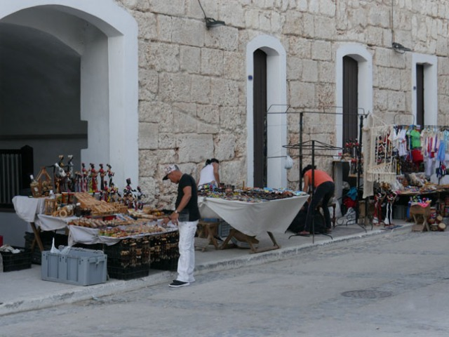 vendors at Cuban fort