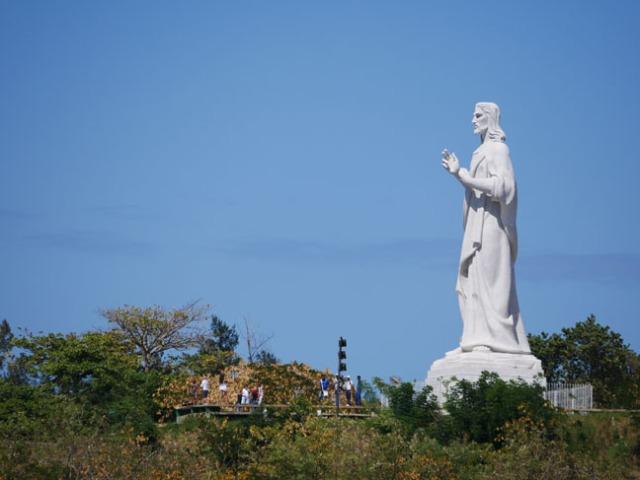 statue of Christ in Cuba