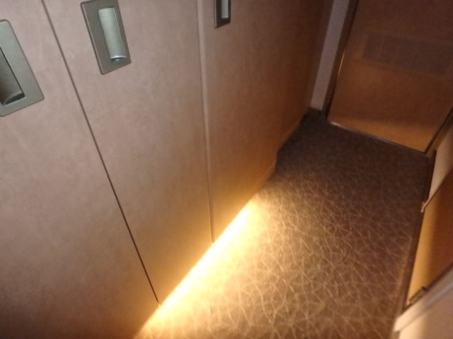 automatic under closet light