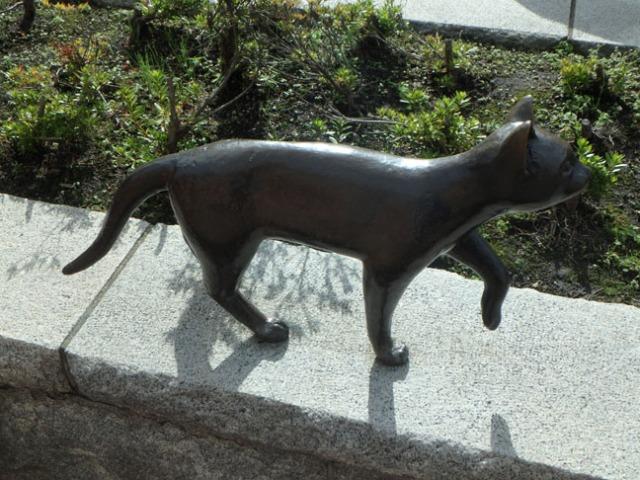 cat statue in Hakodate