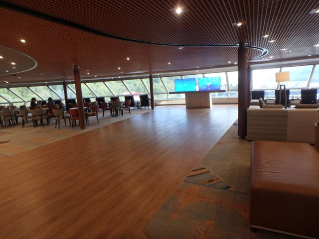 Crow's Nest Lounge on the Westerdam