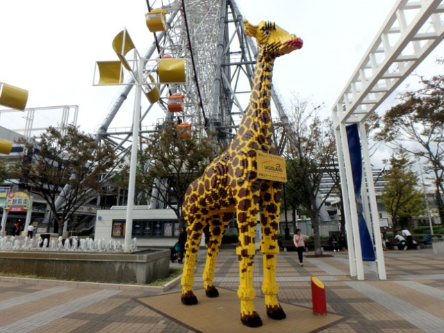 lego giraffe at Tempozan Plaza