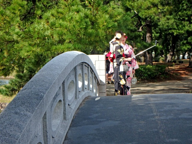 brides in Ohori Park, Japan